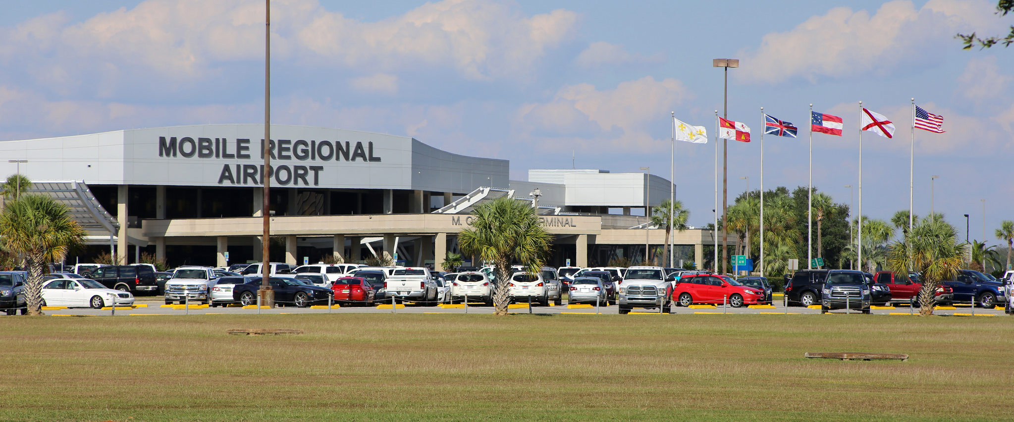 The front of the Mobile Regional Apirport